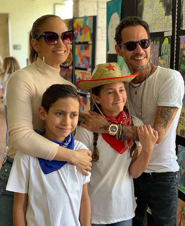 Jennifer và Marc Anthony bên hai con. Ảnh: Instagram Jennifer Lopez