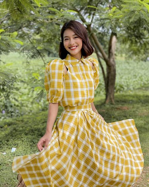 Nhờ khâu trang phục được đầu tư, vai diễn Tuệ Nhi của Khả Ngân được nhiều khán giả chú ý hơn. Nhiều lần, cô nhận được những câu hỏi tìm mua váy áo tương tự.