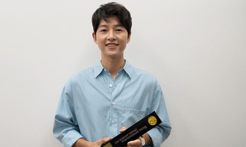 Song Joong Ki thắng giải Diễn viên nổi bật